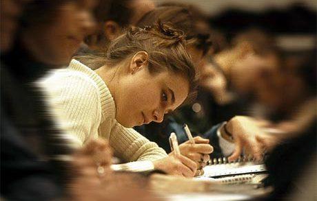 Practică pentru studenţii de la FEAA
