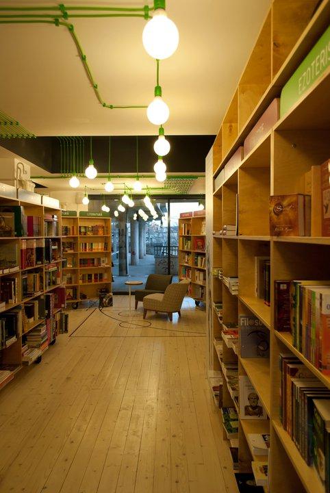 Ce-i aduce pe oameni la întâlnirea cu cărţile