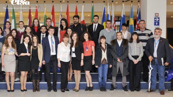 """Tineri juriști în vizită în """"capitala"""" Uniunii Europene"""