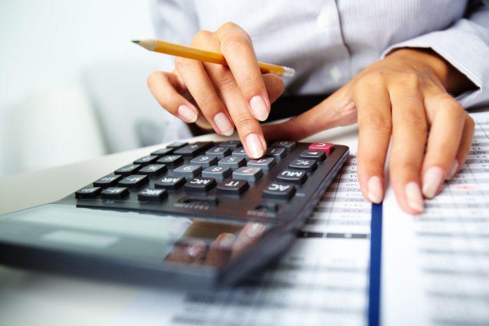 Iulius Management Center angajează Economist