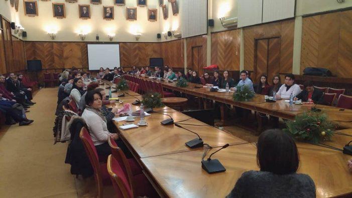 Întâlnire inedită, în Sala Senatului, a studenţilor la Universitatea Alexandru Ioan Cuza cu directori de unităţi de învăţământ din judeţul Iaşi