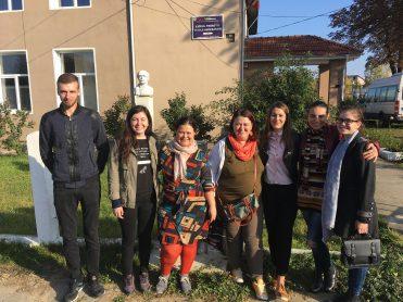 """Echipa de voluntari și angajați PACT, în vizită la liceul teoretic """"Vasile Alecsandri"""" din Săbăoani, Județul Neamț"""