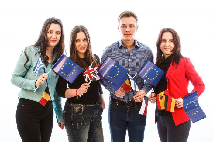 Comisia Europeană lansează competiția Youth4Regions pentru tineri jurnaliști